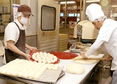 20種類以上のパン生地は全て店内で作っています