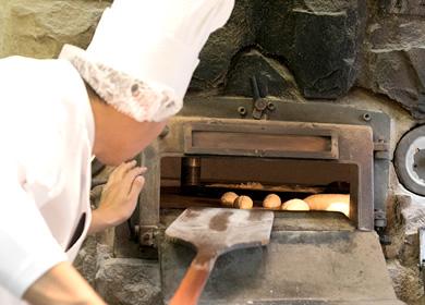 パンを焼く窯はパンに合わせて変えています